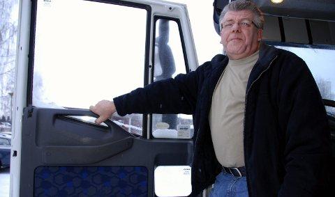 Nattpendler: Oddmund Engebakken har vært nattpendler de siste 44 årene. 23. desember 2010