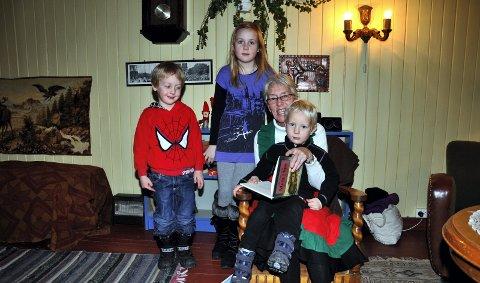Bæssmordagen: Åsta Opheim med barnebarna Petter Martinsen Opheim (4), Maria Martinsen Opheim (8) og Kristian Martinsen Opheim (3). 14. desember 2010