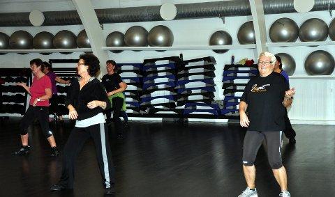 Eldrebølge inntar treningssentrene: May Kulstad med flere danser zumba. 11. januar 2011
