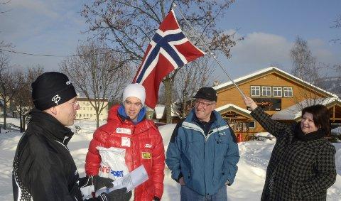 VM-dikt: Jon Kristiansen leser VM-dikt til Gudmund Storlien, mens Ole Ellefsæter og Anita Ihle Steen er tilhørere. 15. februar 2011