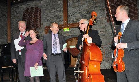Konsert i 80-årsgave: fra venstre Roger Andreassen, Tanja Leine, jubilanten Jarle Rømo, Oddvar Eiksund og Lars Strømmen. 29. mars 2011