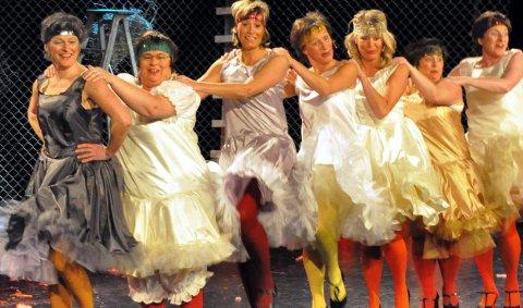Cancandansere: fra venstre: Aud Kolltveit, Anne-Brit Aas, Elisabeth Stai, Anne Dobloug, Merete Mellbye, Eli Stai og Mari Louise Sendstad. 15. mars 2011