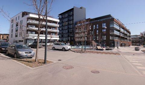 NYTT OG HØYT: Det planlegges et nytt høyt bygg midt i Brumunddal sentrum. På toppen blir det servering.