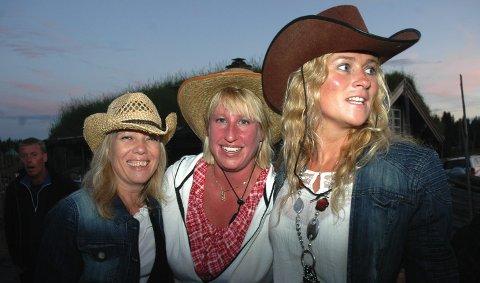 Cowgirls på Sjusjøen:  Fra venstre Inger Lise Åkeson, Veronica Hagen og Line Camilla Høgberg. 2. august 2011