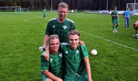 3 x Haugen: Bak står spillende trener Gunnar Haugen med kaptein og sønn Fredrick foran til venstre, til høyre goalgetter Simen Haugen. 6. august 2011