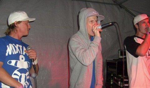 """Hip Hop på Helgøya: Gruppa """"Sussudio"""" fra Ringsaker består av Pål Christian Solvang, Sondre Linde og Lars Christoffersen. 11. august 2011"""