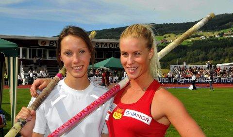 Medaljevinnere i NM: Lene Retzius (sølv) og Cathrine Larsåsen (gull). 16. august 2011