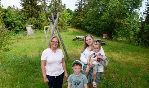 BEDRE DAGER: Lekeplassen i Fagerliveien har sett bedre dager. Nå håper Hilde Stensrud (49), datteren Thea (16) og barnebarna Lucas (6) og Ada (1) på en oppgradering.