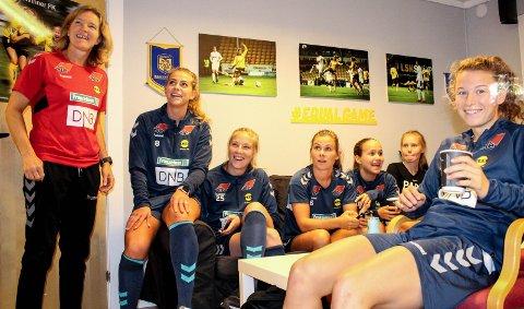 Gjensyn: Hege Riise (t.v.) lar trolig Synne Skinnes Hansen (t.h.) få startsjansen mot sin gamle klubb. Foto: Veronika Sletta