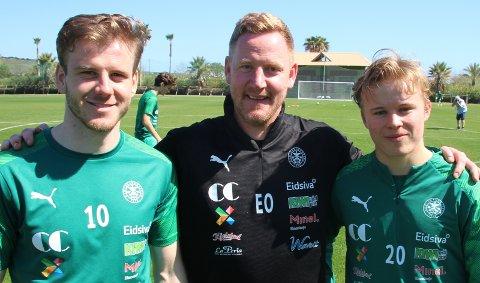 Møter gamleklubben: Emil Sildnes (f.v.), Espen Olsen og Petter Mathias Olsen. Foto: Per Morten Sødal