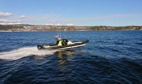 PÅ PATRULJE: Politiet har vært på sjøen i helga, men ingen fikk annet enn smekk på hånda for uvettig kjøring. - Framover vil vi følge opp med skriftlige reaksjoner på uvettig kjøring og manglende bruk av vest ombord, sier Frank Halse i Oslo-politiet.