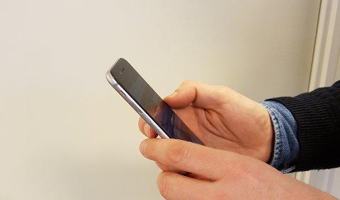Telefonen ble sperret av teleoperatøren fordi det ble brukt falsk personalia da mobilen ble kjøpt.