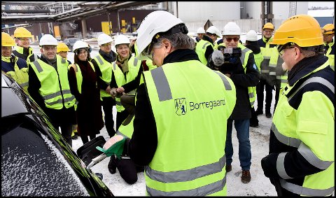 NY FABRIKK: Borregaard har de siste årene investert store beløp i Sarpsborg. Det er ikke mer enn to måneder siden  klimaminister Ola Elvestuen åpnet den  den nye bioetanolfabrikken.