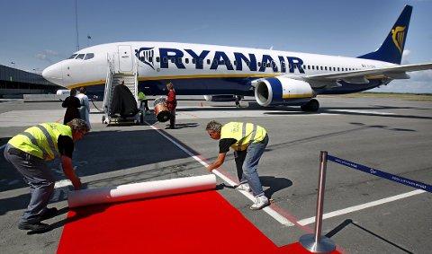 Da Ryanair etablerte seg på Moss Lufthavn Rygge i 2012, ble den røde løperen rullet ut. Nå håper dagens eiere at flyplassen kan få en reåpning. I mellomtiden krangler  politikerne om hvilke partier som jobber hardest for å legge til rette for en gjenåpning. (Foto: Geir Hansen)