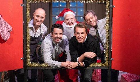 Ylvis-brødrene (foran) har laget juleølkalender sammen med Calle Hellevang-Larsen (bak t.h.), Magnus Devold og Ole Martin Alfsen.