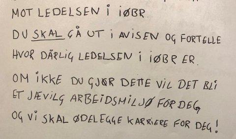 I dette brevet kommer det frem trusler om å ødelegge brannmannens karrière hvis han ikke gjør som fortalt.