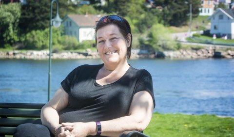 TAKKER: Rose Keiserud takker Lenkene for at hun i dag lever et liv uten rus. Foto: Rune Folkedal