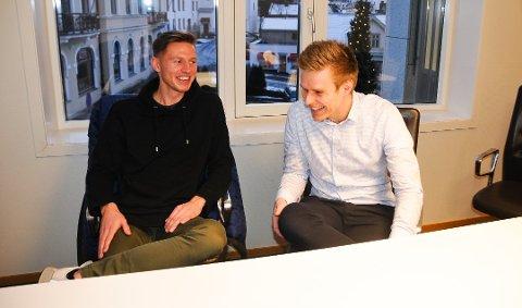 FORTSETTER: Even Parkstad Johansen har skrevet kontrakt med NFK ut 2019. Her med broren Stian (til høyre).