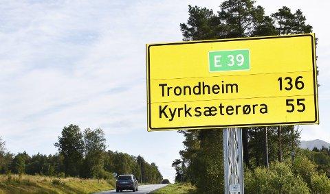 E39: Dagens E39 gjennom Halsa beskrives som trafikkfarlig.