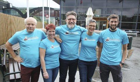 AVLYSER: Dette bildet ble tatt under lanseringen av programmet i årets vandrefestival - før koronakrisen slo till. Nå er det klart at arrangementet avlyses. Egil Nedal (til venstre), Iren Sæterbø, Tom Godtland, Trine Kristiansen Glåmen og Gøran Bolme.