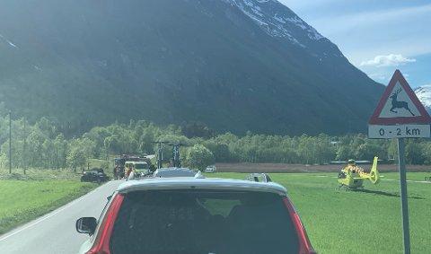 Slik så det ut på stedet der bilen hadde kjørt av veien
