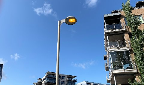 LYSER: På Kaldnes står gatelysene på hele døgnet.