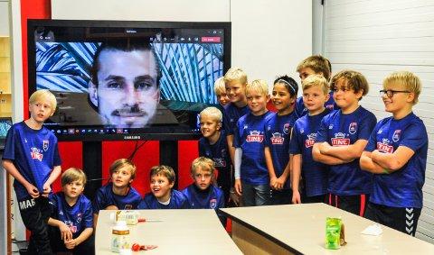 STJERNEMØTE: På videolink fikk spillerne i 2010/11-årgangen snakke med landsslagsspiller Håvard Nordtveit.