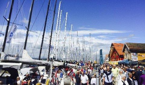 Slik ser det ut på Brygga i Tønsberg når Færderseilasen og Færderfestivalen går av stabelen.