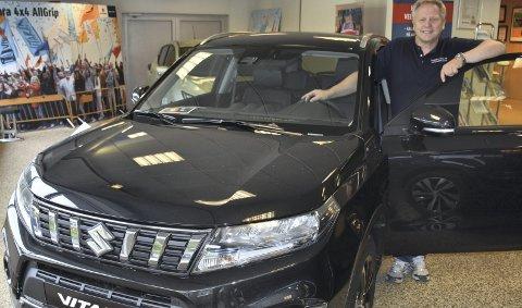 Tok andreplassen i juni: Salgsansvarlig hos Valhall Auto, Bjørn Harald Haraldsen, kan vise til en sterk juni-måned for merket Suzuki med åtte solgte biler.