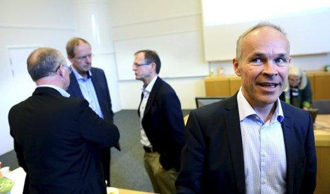 GAVMILD: Jan Tore Sanner deler ut 18,5 millioner kroner til Vestfolds-kommuner. Her fra et tidligere møte med fylkesmann Erling Lae og ordførere fra kommunene.