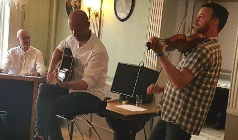 Frak slapp lenge etterlengtet plate under Røros Folk Festival lørdag og stemningen stod i taket i det lille intime konsertlokalet i Kaffestuggu.
