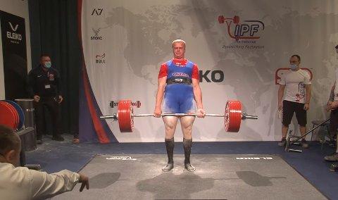 Med et løft på 335 kilo tok Anders Brøten Lillemoe (22) gull i årets VM i styrkeløft.