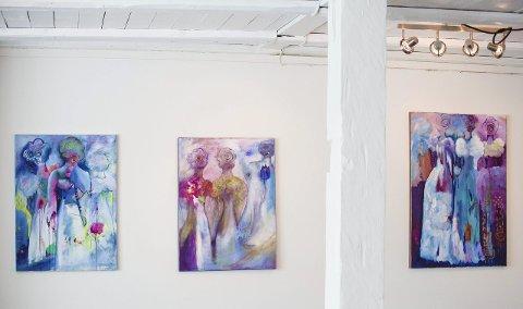 STUDIO OG GALLERI: Dei lyse og trivelege lokala på kaien i Isdalstø er både studio og galleri for kunstnaren Annfrid Leikvoll. Her nokre glimt frå den kommande utstillinga.