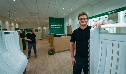 – Det er lokalt eierskap og lokale ansatte og nå er vi klare til åpning på torsdag med fire årsverk og fem ansatte, sier daglig leder Andrè Michael Johansen Valen.