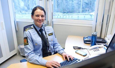 Politioverbetjent Monica Johannesen Mørk setter pris på tips om det som foregår på nettet.
