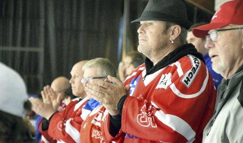 Vidar Lindvik og 163 andre supportere så BIK spille første serierunde i 2. divisjon etter degraderingen grunnet konkursen til Bergen Hockey Elite forrige sesong. De fikk se et hjemmelag som kjørte over gjestene, og som viste at sesongen kan bli en hyggelig affære, alt tatt i betraktning.