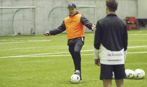 Steffen Landro ville se spillerne lide, ikke vinne. Og slik har det blitt. Nest-Sotra har trent knallhardt i vinter og tapt fem av seks treningskamper.