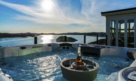 Sol, sjø, boblebad og nyoppussede flater er blant kvalitetene rekordhuset i Øygarden kan by på.