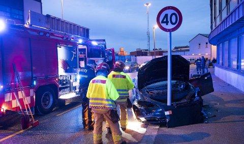 I mars kolliderte to biler ved Gassverksvingen her på Dokken. Ett av kjøretøyene traff dette trafikkskiltet, men til alt hell kom ingen av de fem personene som var involvert til skade. FOTO: EMIL WEATHERHEAD BREISTEIN