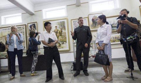 Dokumentar: Tommy Gulliksen (til høyre) har laget dokumentar om Morten Traaviks foreløpig siste prosjekt i Nord-Korea. Filmen «War of Art» hadde premiere på en dokumentarfilmfestival i København i vinter. Nå vises den på BIFF.FOTO: Joerund F Pedersen
