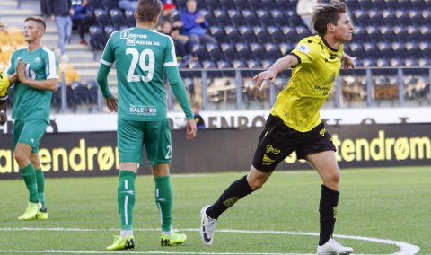 Allerede etter elleve minutter puttet den gamle Brann-spilleren Kasper Skaanes 1-0 for Start, etter en tabbe i Nest-forsvaret. Foto: Tor Erik Schrøder, NTB Scanpix