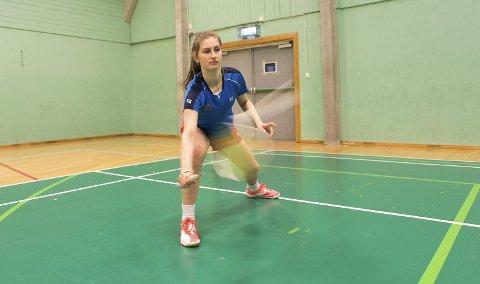 Katja Ellingsen (13) i Bergen Badmintonklubb trener hardt og lenge for å bli bedre. Hun har allerede gode resultater å vise til.