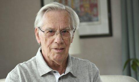 FAGFORENINGSKJEMPE: Nils Tarlebø (78) har gått i 1. mai-tog siden 1970-tallet. I disse koronatider skal han følge markeringens av arbeiderklassens internasjonale kampdag i stuen. – Det blir litt stusslig, sier han. FOTO: RUNE JOHANSEN