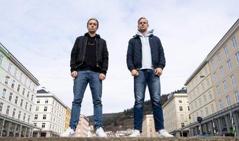 Sander Marthinussen (t.v.) jobber for å få tvillingbror Nicholas Marthinussen til Øygarden. Sistnevnte terminerte nylig kontrakten med 1. divisjonsklubben Jerv, under to måneder etter den ble inngått. Foto: Arne Ristesund