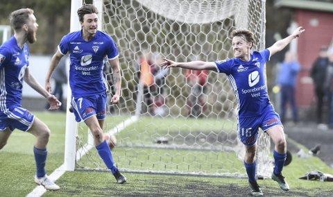 Christer Johansen Teigland jubler for en Tertnes-scoring i 2019-sesongen, nå venter alle breddefotballspillere på muligheten til å kunne spille vanlig fotball igjen.