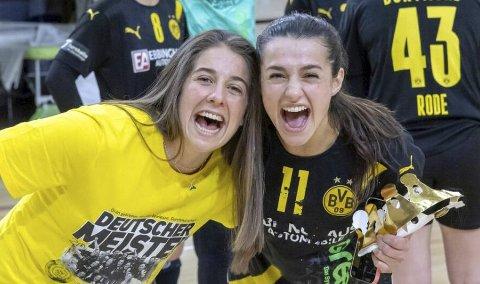 Bundesliga-seieren med Dortmund var karrierens første tittel for Tina Abdulla (høyre). Her er hun sammen med lagvenninne Jennifer Bermejo.