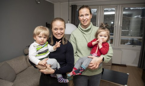 Gudbjörg Gunnarsdóttir (t.h.) og Mia Jalkerud tar med seg tvillingene Olivia og William og flytter tilbake til Stockholm allerede på søndag. Foreløpig har ikke paret funnet seg noen ny klubb å spille for. Arkivfoto: Rune Johansen.