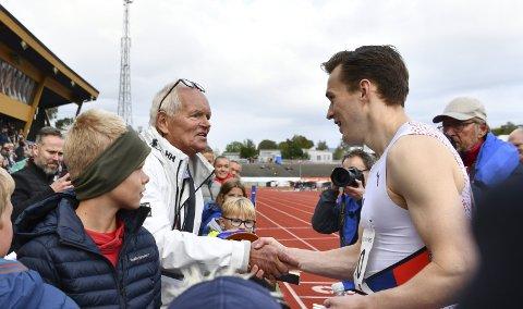 Karsten Warholm sier han prioriterer Trond Mohn Games høyt, fordi mannen som hylles på stevnet har gitt så mye til friidretten.