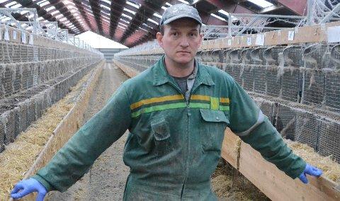 Fersk lokalpolitiker: Terje Øvrebø er leder for det nye Rennesøy kommunedelsutvalg, som har sitt første møte onsdag 22. januar. Her er han i minkfarmen sin på Nordbø, der de siste dyrene forsvant ut rett før årsskiftet 2019-2020 fordi han har avviklet pelsdyrdriften.