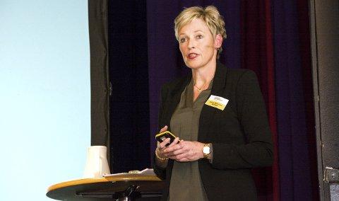 FRAMTIDA: Tine Norman vendte blikket mot 2030 under Næringskonferansen Sigdal 2017 torsdag.